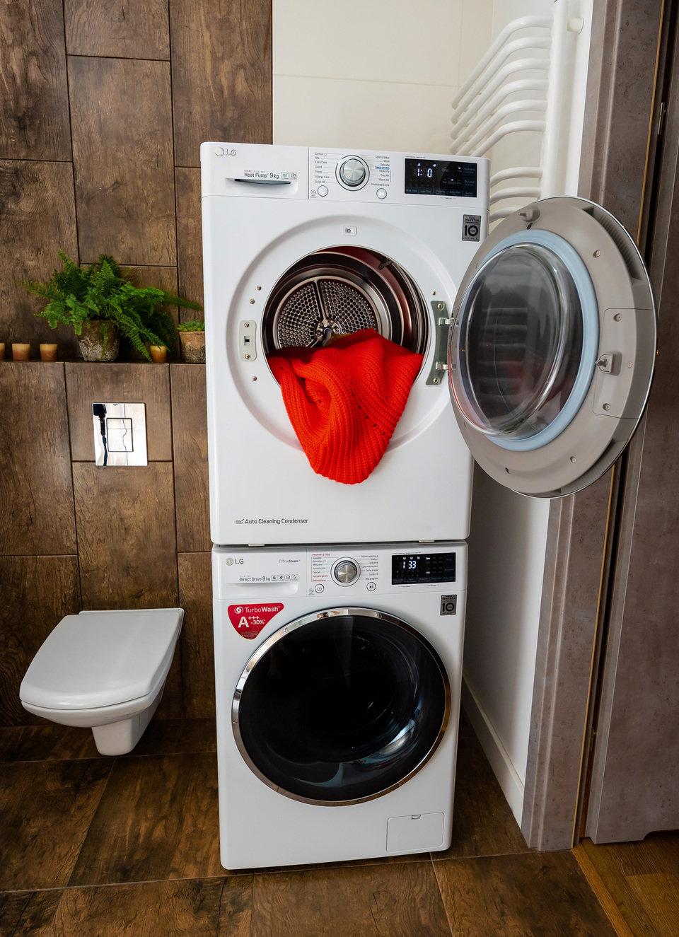 W mniejszych mieszkaniach suszarkę LG można ustawić na pralce