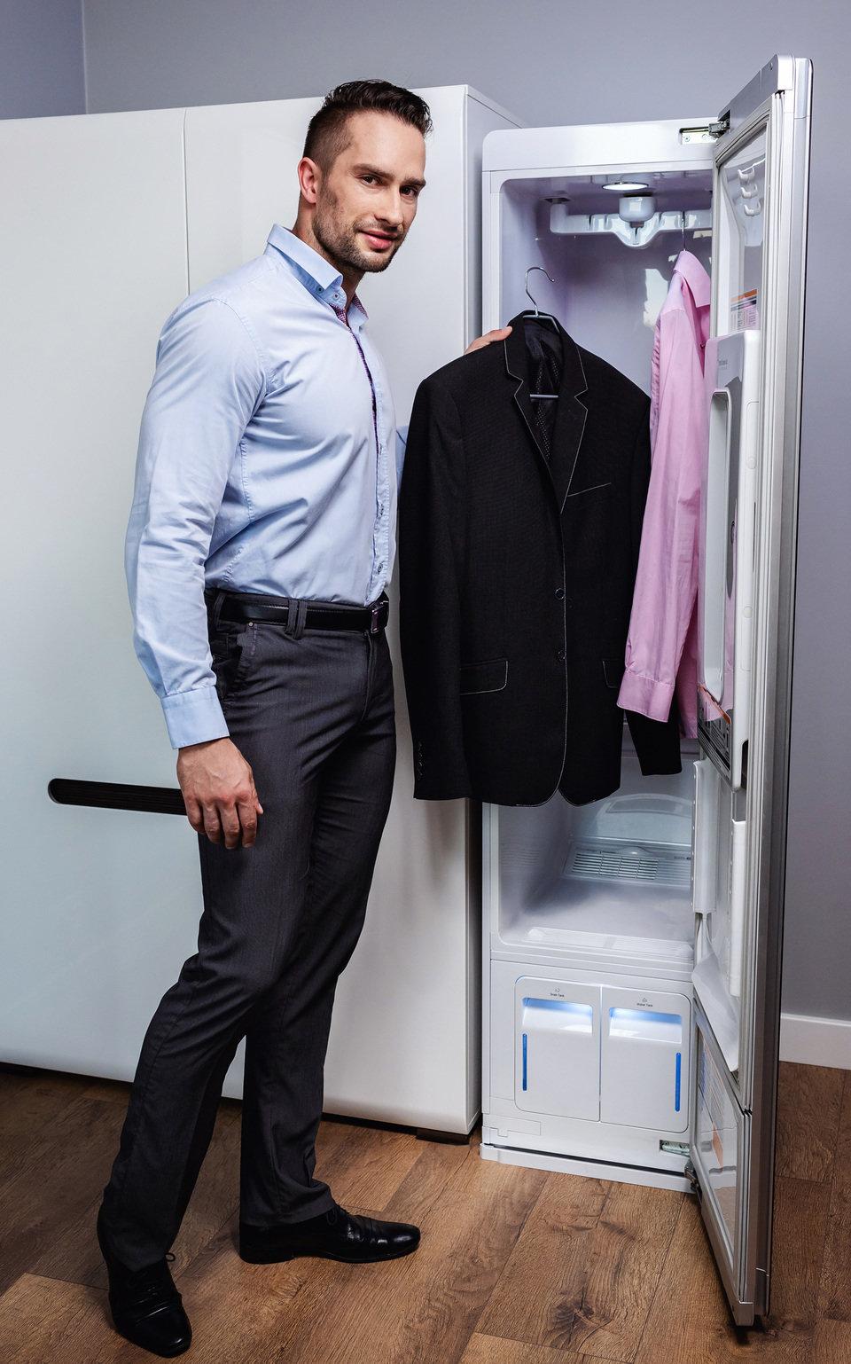 LG Styler odświeży zarówno koszulę lub marynarkę jak i ubrania czy obuwie treningowe