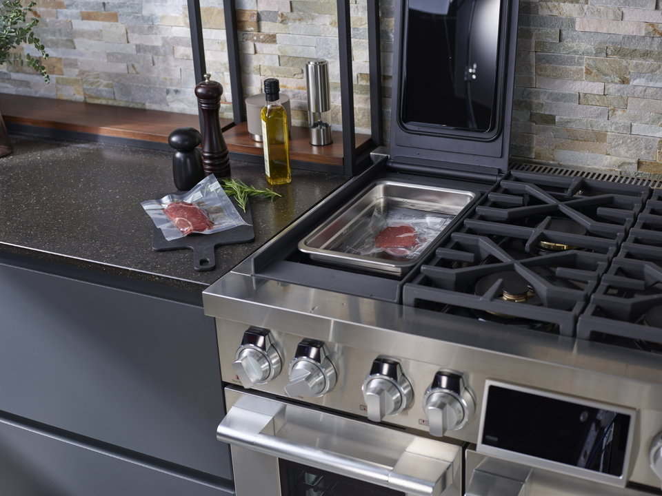 LG SIGNATURE KITCHEN SUITE_Oven.jpg