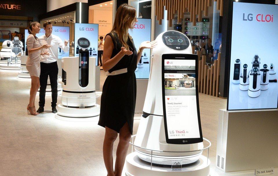 LG-CLOi-Robots.jpg