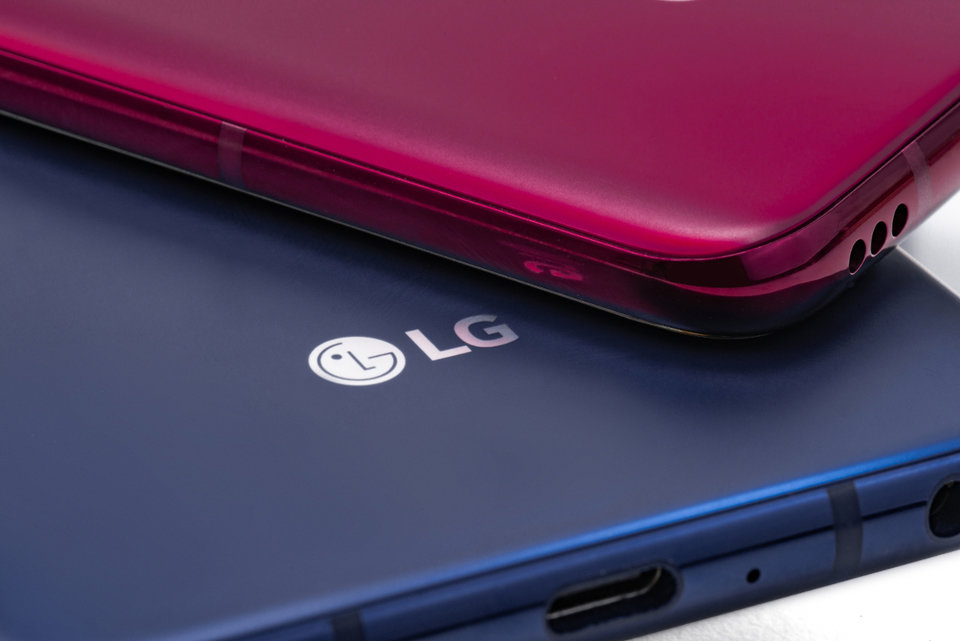 LG V40 ThinQ 004.jpg