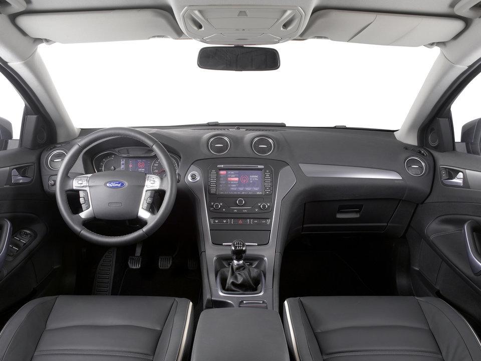 Ford Mondeo Mk IV_04.jpg