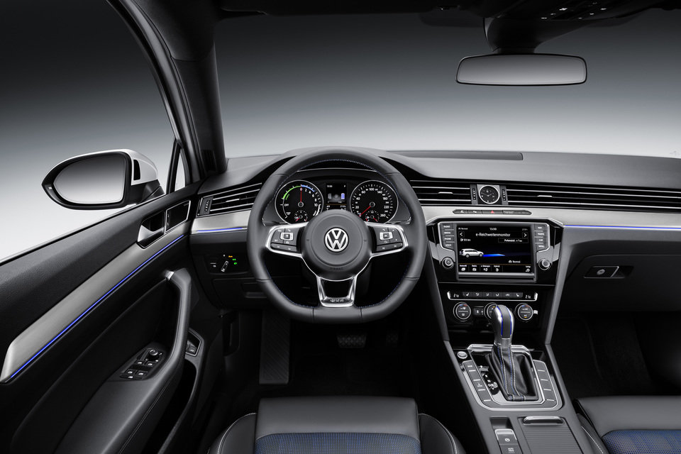 Volkswagen_passat_variant_gte_2.jpg