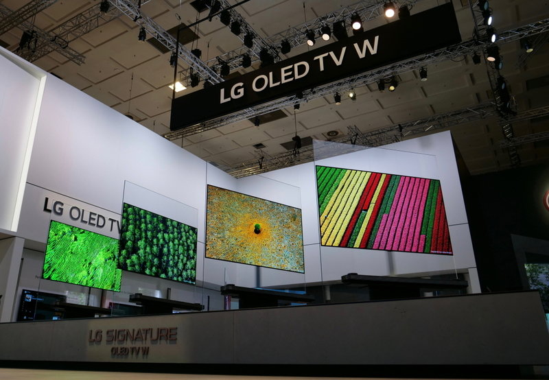 LG SIGNATURE TV W_03.jpg