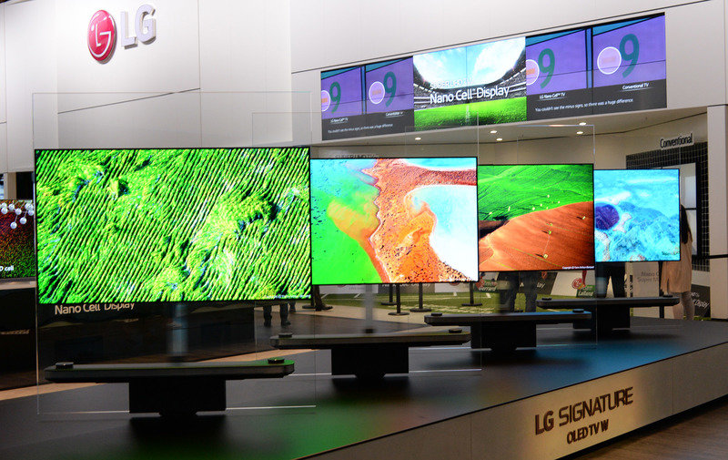 LG SIGNATURE TV W_01.jpg