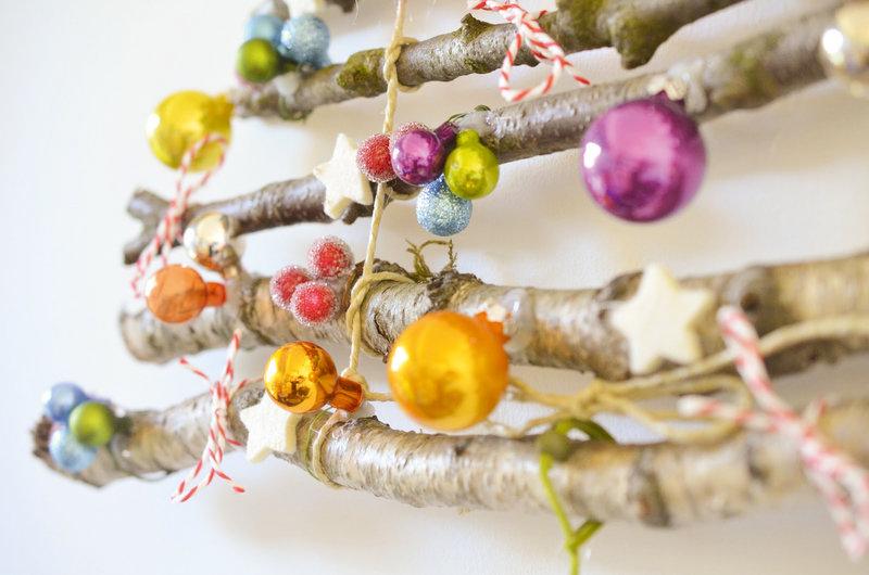 Weihnachtsbaum_aus_Aesten_detail2_ueberallundnirgendwo_dawanda.jpg