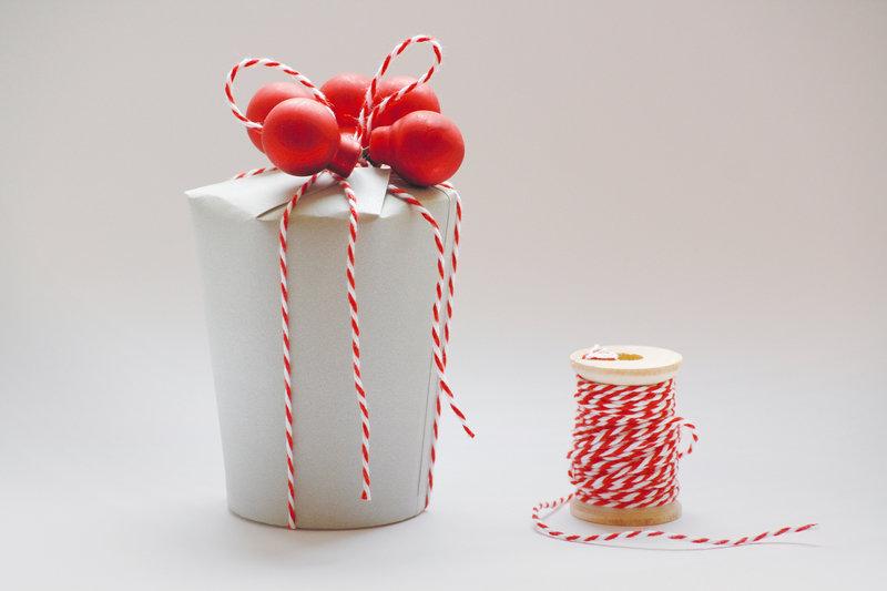 Geschenkbox_aus_Pappbechern_AllesundAnderes_dawanda.jpg