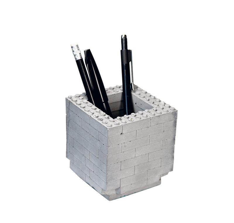 08_Range-crayons_blocs_de_construction_Betonmanufaktur_sur_DaWanda_com.jpg