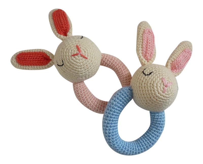 14_Hochet_crochet_lapin_Sissinou_sur_DaWanda_com.jpg
