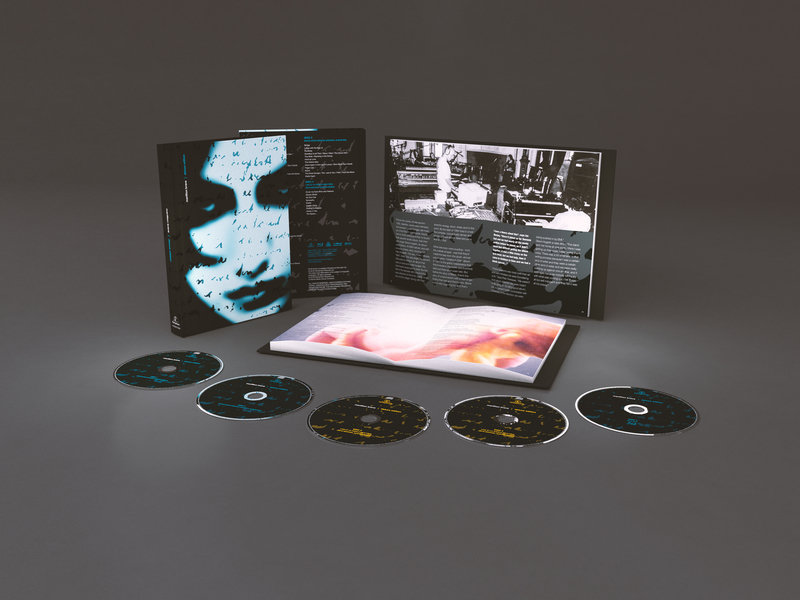Marillion_BraveDeluxeEdition_CD-Bluray_PackShot.jpg