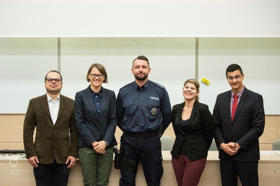 Policja i pracownicy BWZ UŁ każdego roku ułatwiają zagranicznym studentom rozpoczęcie życia w Łodzi. (fot. M. Andrzejewski, UŁ)
