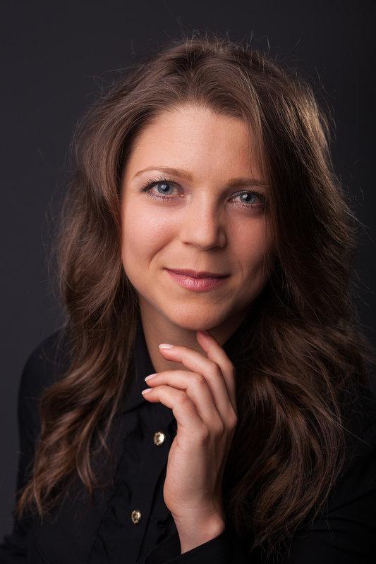 Iliyana Stareva headshot dark background.jpg