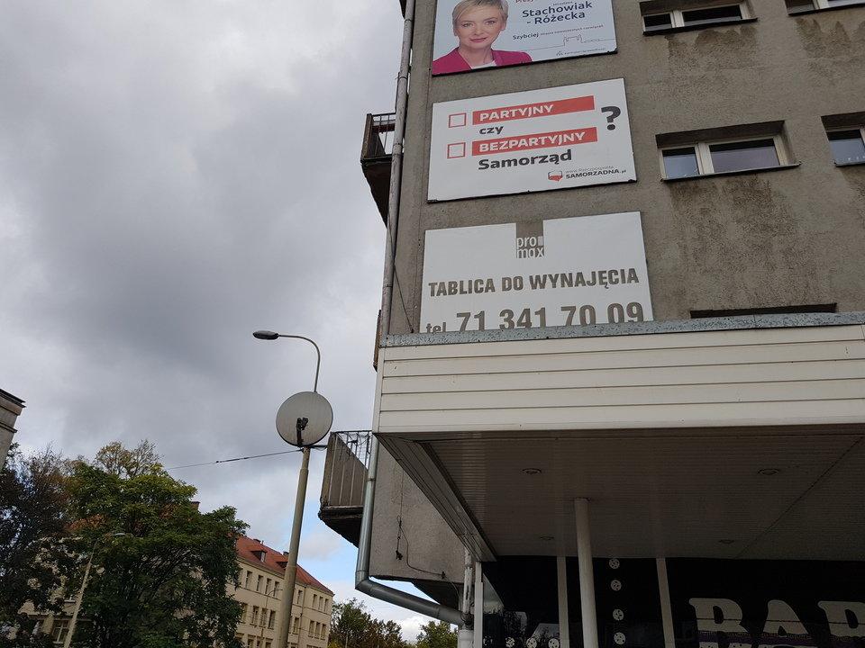 Billboard na rogu ulic Kołłątaja i Kościuszki we Wrocławiu