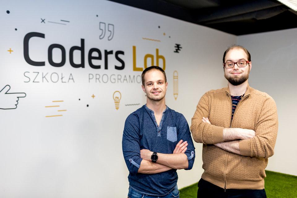 Szkołę programowania Coders Lab założyli bracia: Marcin Tchórzewski (z lewej) i Jacek Tchórzewski