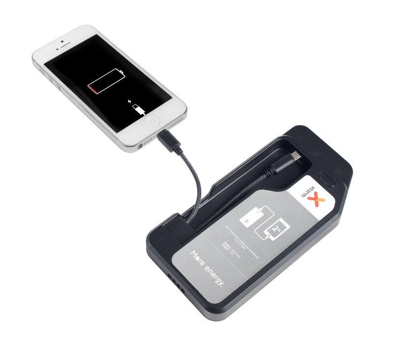 V1 Xtorm Business Charge'n Go 12 powerbank iPhone.jpg
