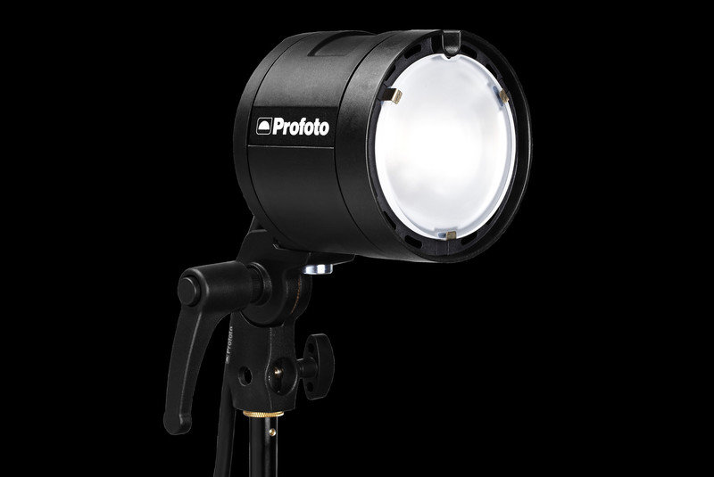Profoto-2283_Profoto-901108-B2-Head-angle-lamp-on-lpr.jpg