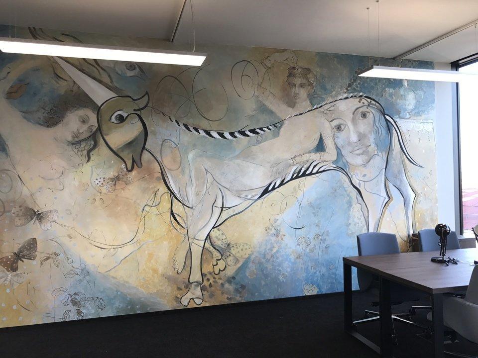 Mural w strefie coworkingu