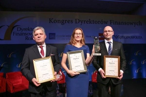 Od lewej: Tomasz Śniatała, Wiceprezes Zarządu ds. Ekonomiczno-Finansowych, Wielton; Izabela Plewnia, Wiceprezes Zarządu, WAWRZASZEK Inżynieria Samochodów Specjalnych; Patrycjusz Szczęś, Dyrektor Finansowy, Chic.