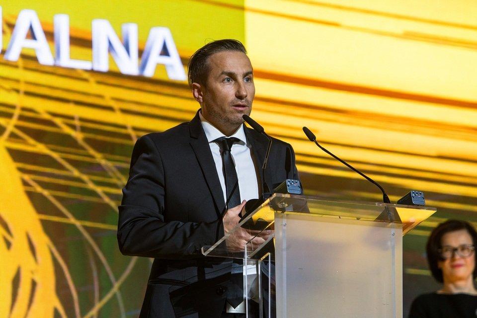 Jacek Furman odbiera nagrodę