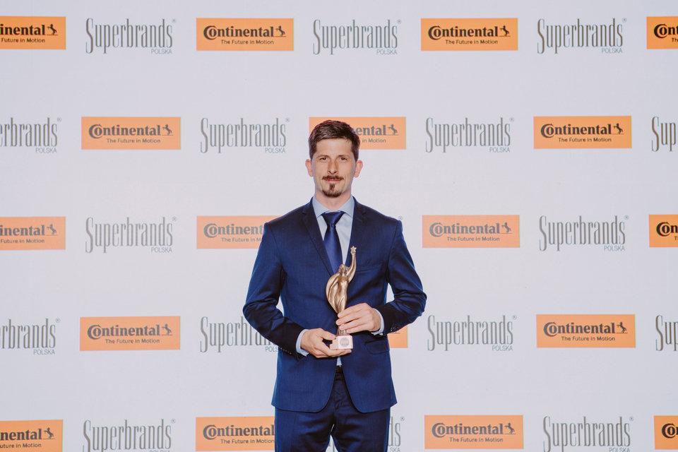 Statuetkę Superbrands 2018 dla marki Continental odebrał Piotr Snakowski, Head of Marketing Department w Continental Opony Polska.