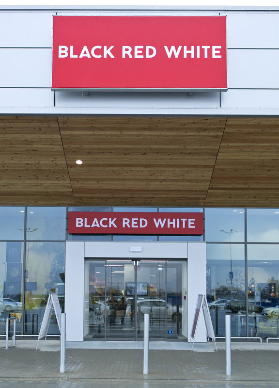Salon Black Red White_Lublin_Skende Shopping (5).jpg