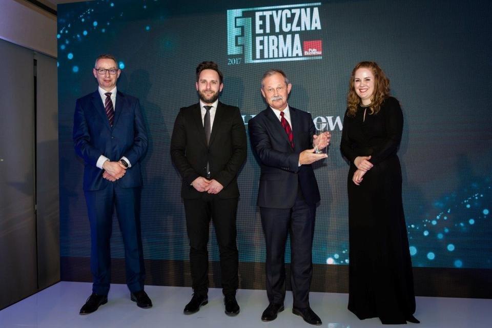 Paweł Zegarłowicz, PAO Poland i dyrektor DKKiM Citi Handlowy odbiera nagrodę z rąk organizatorów