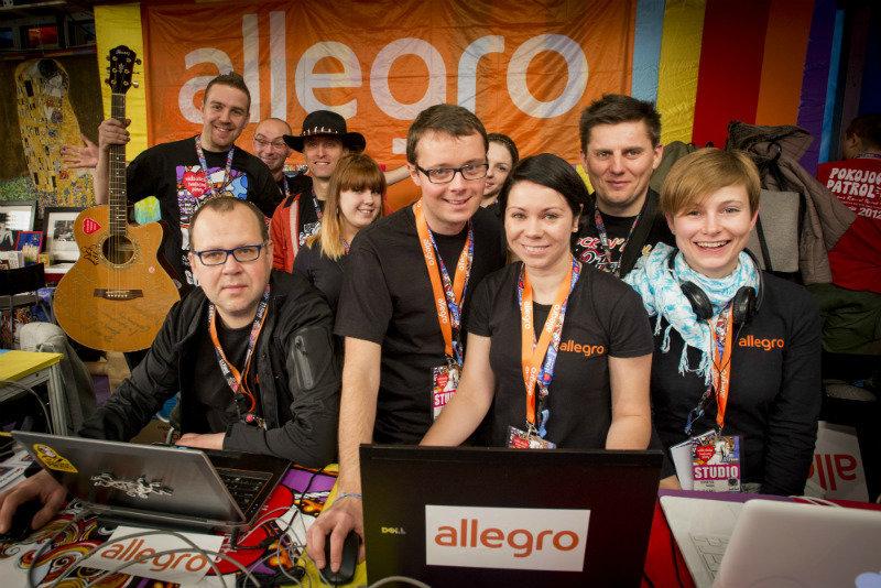 Na zdjęciu: Stoisko Allegro w studiu TVP podczas Finału WOŚP. Fot. Łukasz Widziszowski