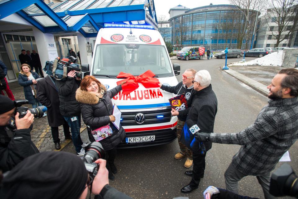 Przekazanie karetki dla krakowskiego Uniwersyteckiego Szpitala Dziecięcego, fot. Fundacja WOŚP