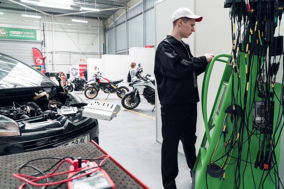 I Międzynarodowy Finał Konkursu Young Car Mechanic  (18).jpg