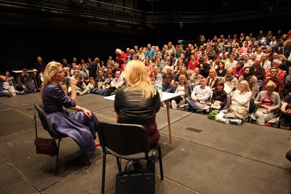 Spotkanie autorskie z Katarzyną Bondą podczas ubiegłorocznej edycji Targów