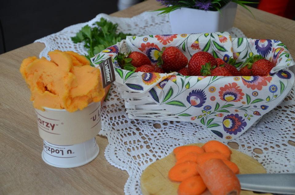 W sezonie do lodów dodaje się świeże owoce i warzywa