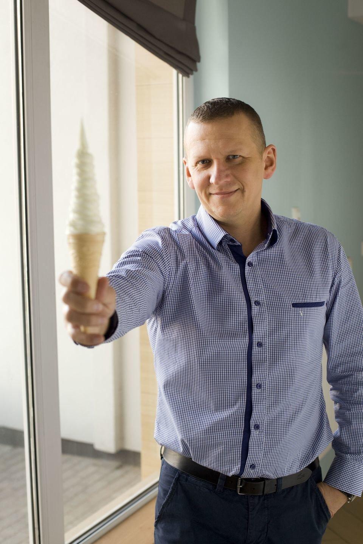 Radosław Charubin, prezes firmy LodyBono z kultowym świderkiem