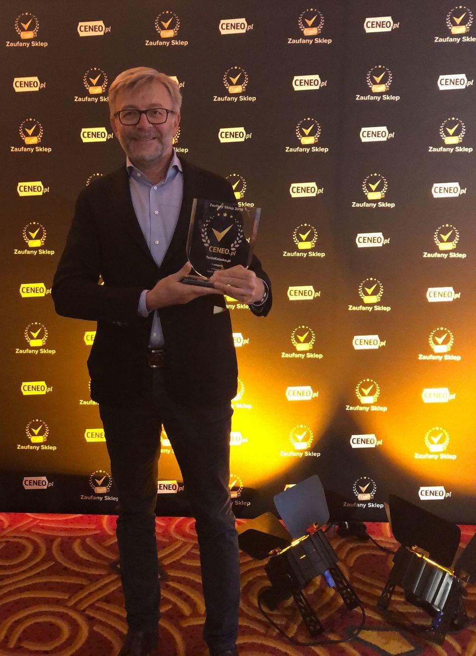 Adam Guz, dyrektor finansowy TaniaKsiazka.pl odbiera nagrodę podczas wczorajszej gali Ceneo '2018.