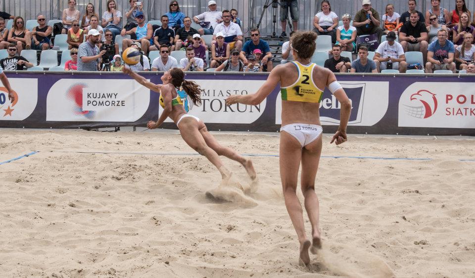 Siatkarki TORUS AZS UW BV Team - Magdalena Saad i Agata Wawrzyńczyk podczas turnieju w Toruniu
