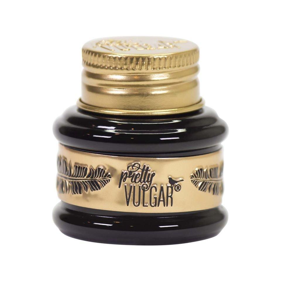 Dzięki Eyeliner The Ink Gel stworzysz precyzyjne długotrwałe linie. Eyeliner jest wysoce pigmentowany, wodoodporny bardzo szybko wysycha. Występuje trzech odcieniach: czarnym, szarym ciemnym brązie.