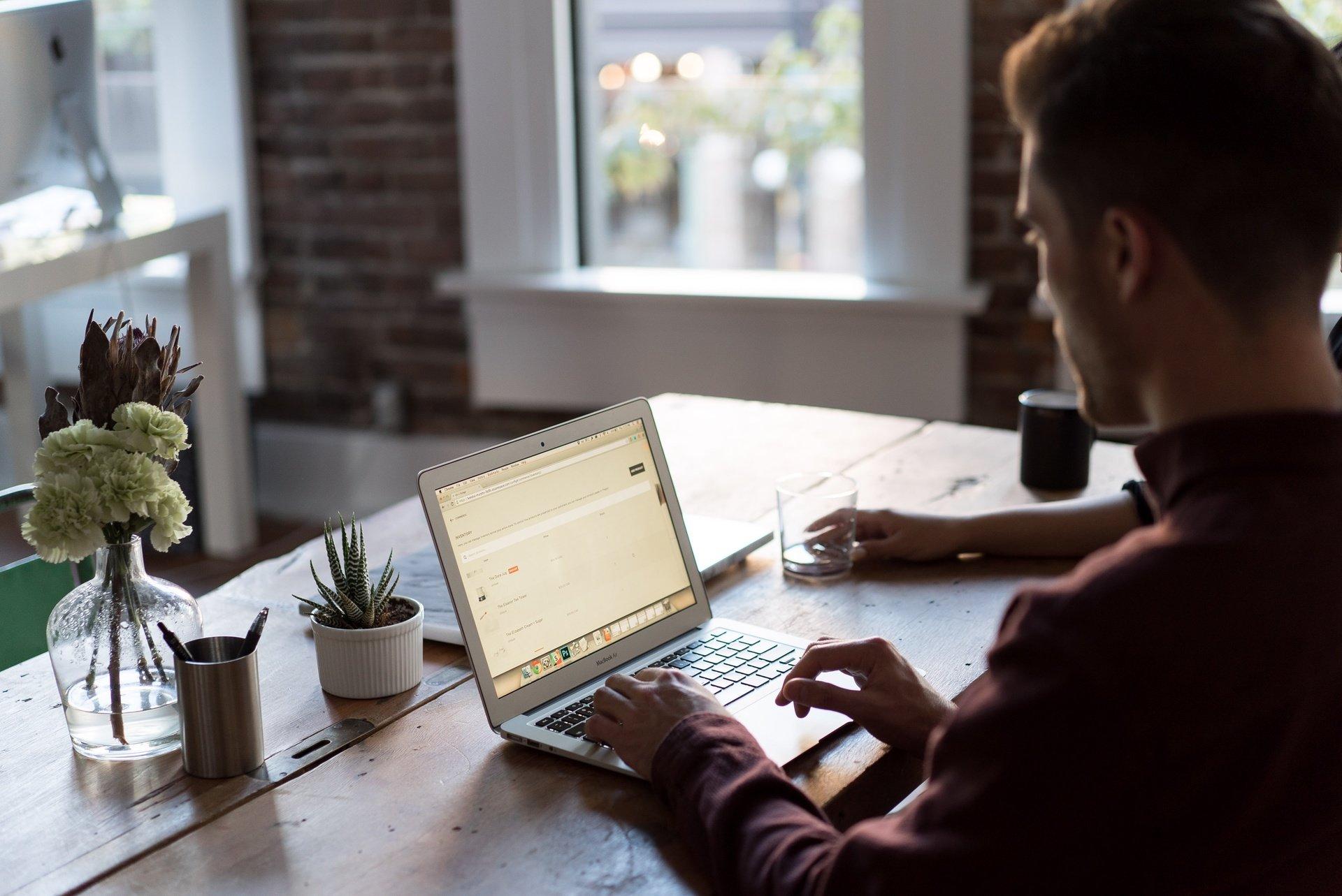 6 wskazówek jak stworzyć dobre CV młodego kandydata