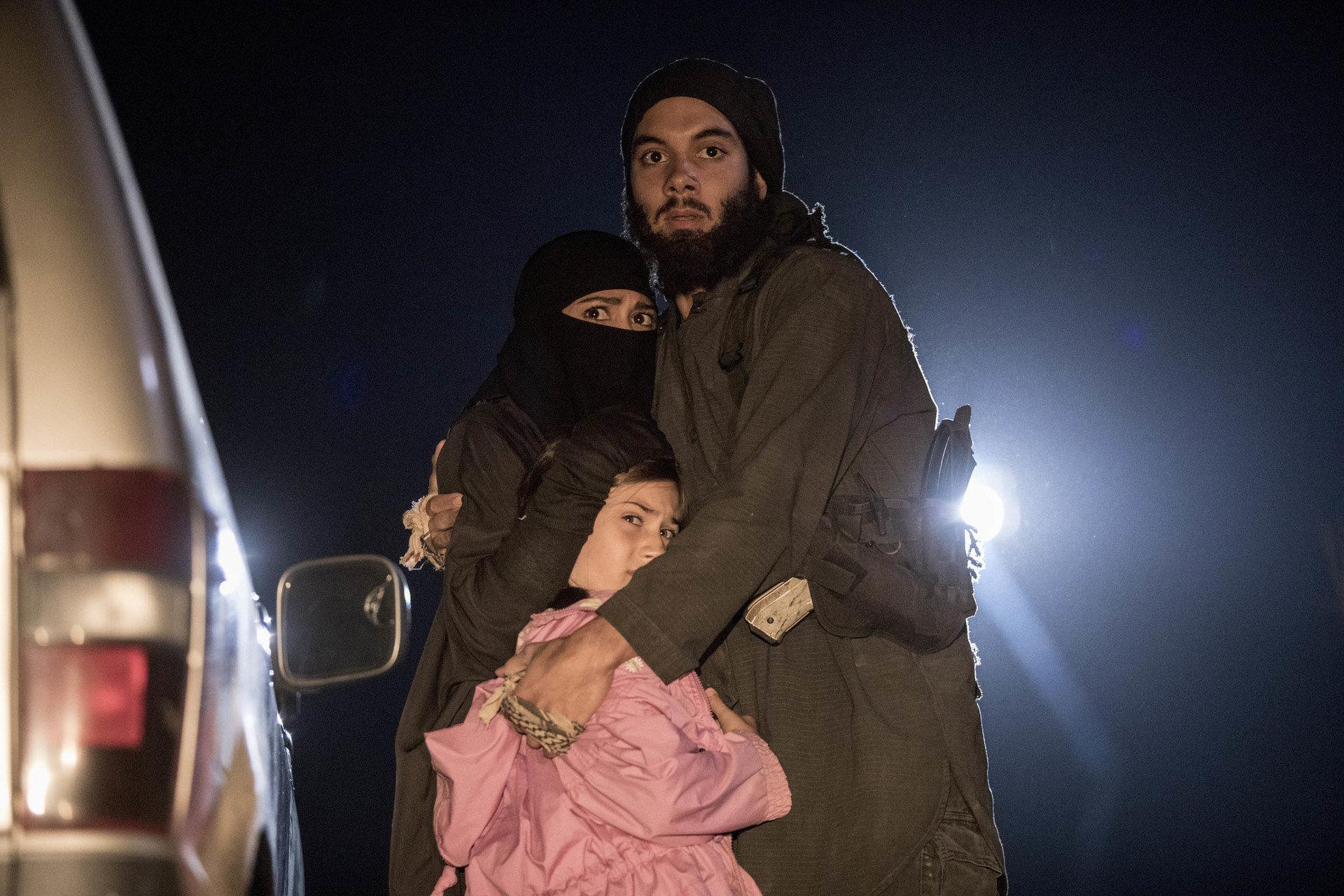 """National Geographic prezentuje brutalne realia życia na terenach kontrolowanych przez Państwo Islamskie w nowej serii obyczajowej """"W szeregach ISIS"""""""
