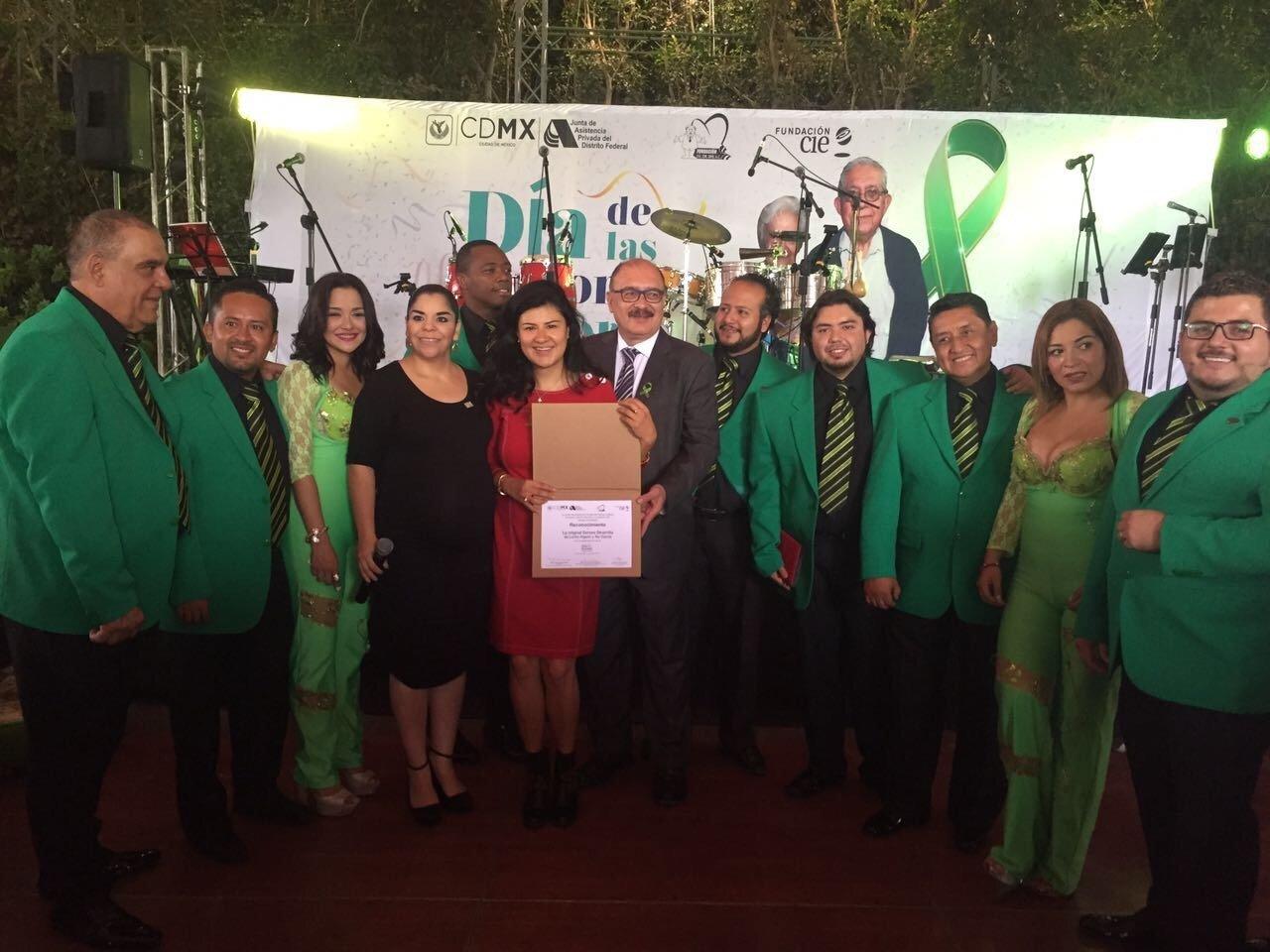 La Original Sonora Dinamita y Fundación CIE, festejaron el Día de las Personas Mayores