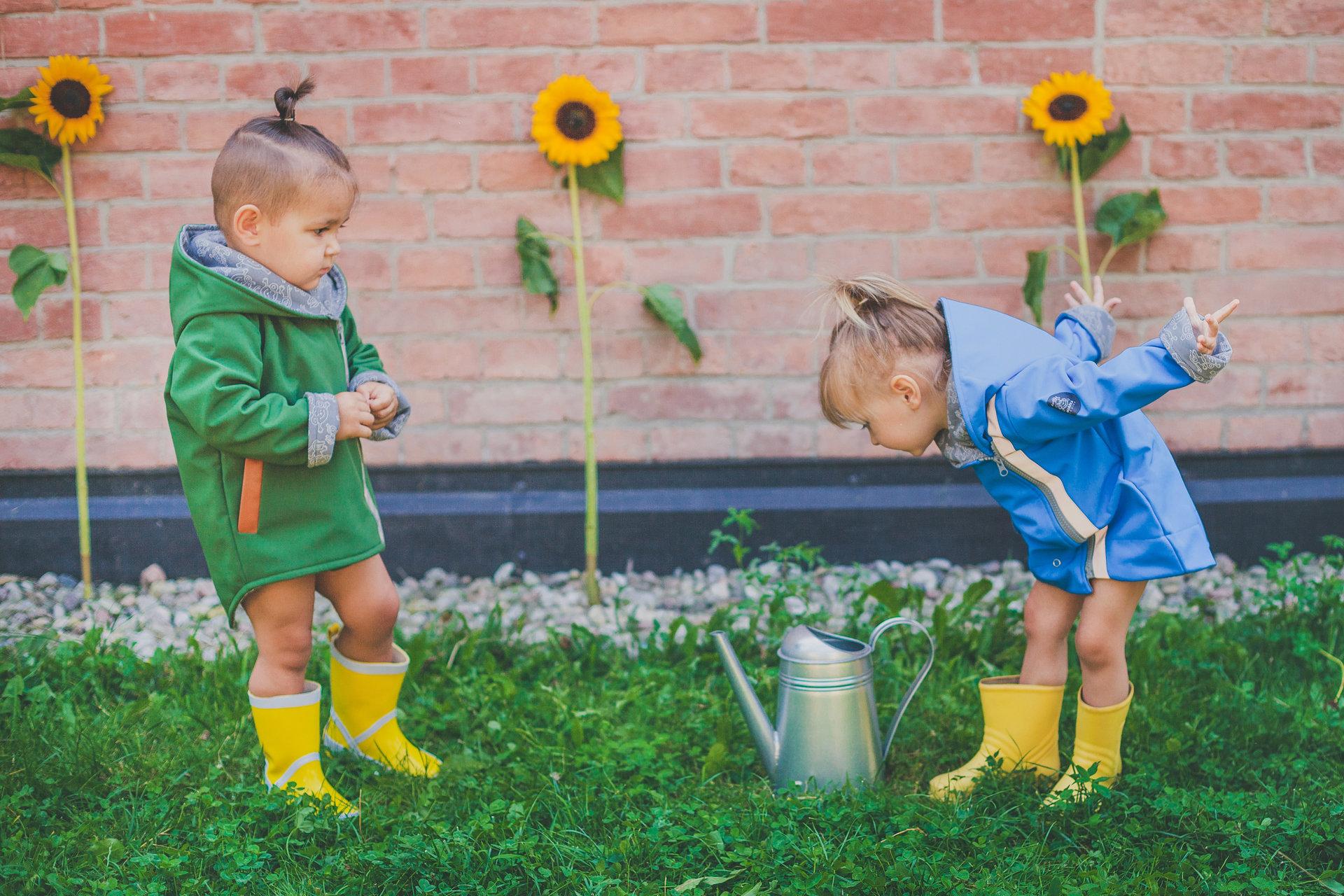 Idealna kurtka na jesień dla dziecka?  Marka Miapka Design rozpoczyna sezon z nowością - zieloną parką wykonaną z materiału softshell.