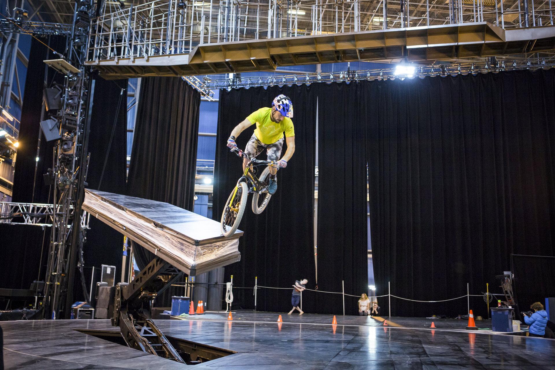 Kenny Belaey inspireert nieuwe Cirque du Soleil show 'Volta'