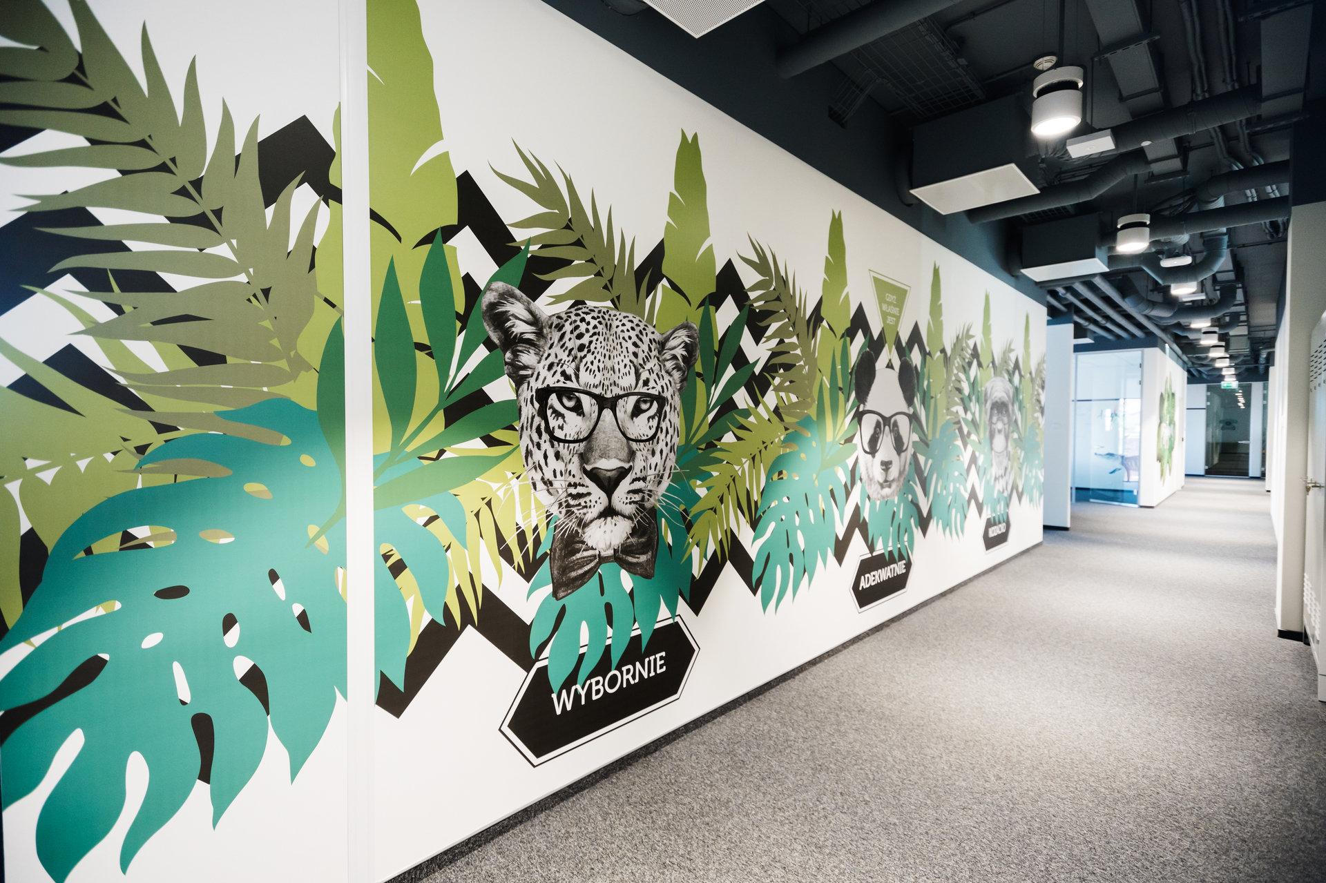 Onet's new office looks like a tropical jungle