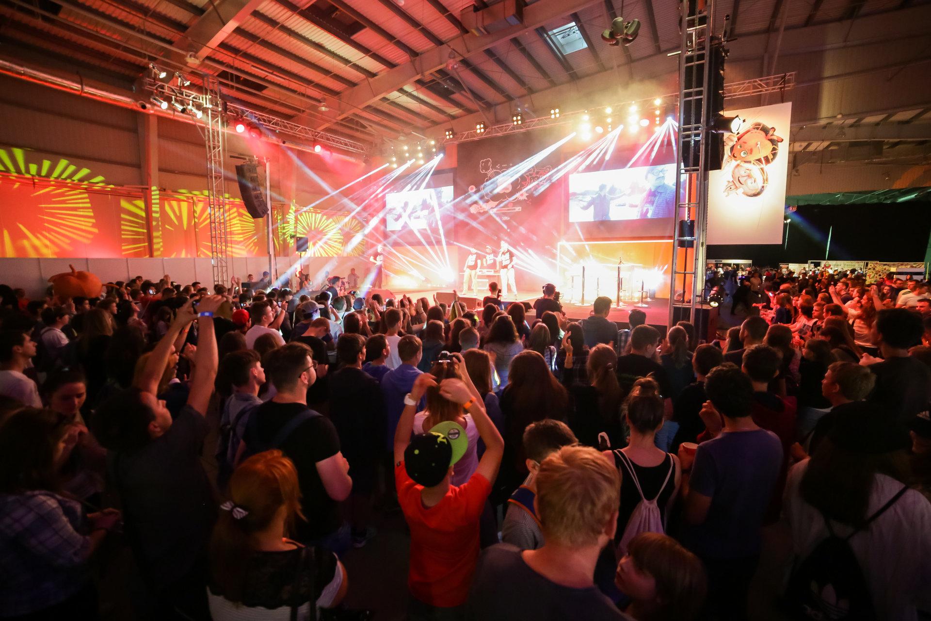 YouTuberzy, koncerty, gry i e-sport. Wielkie Święto Rozrywki T-Mobile Warsaw Games Week / LifeTube Video Fest 2017 już w ten weekend!