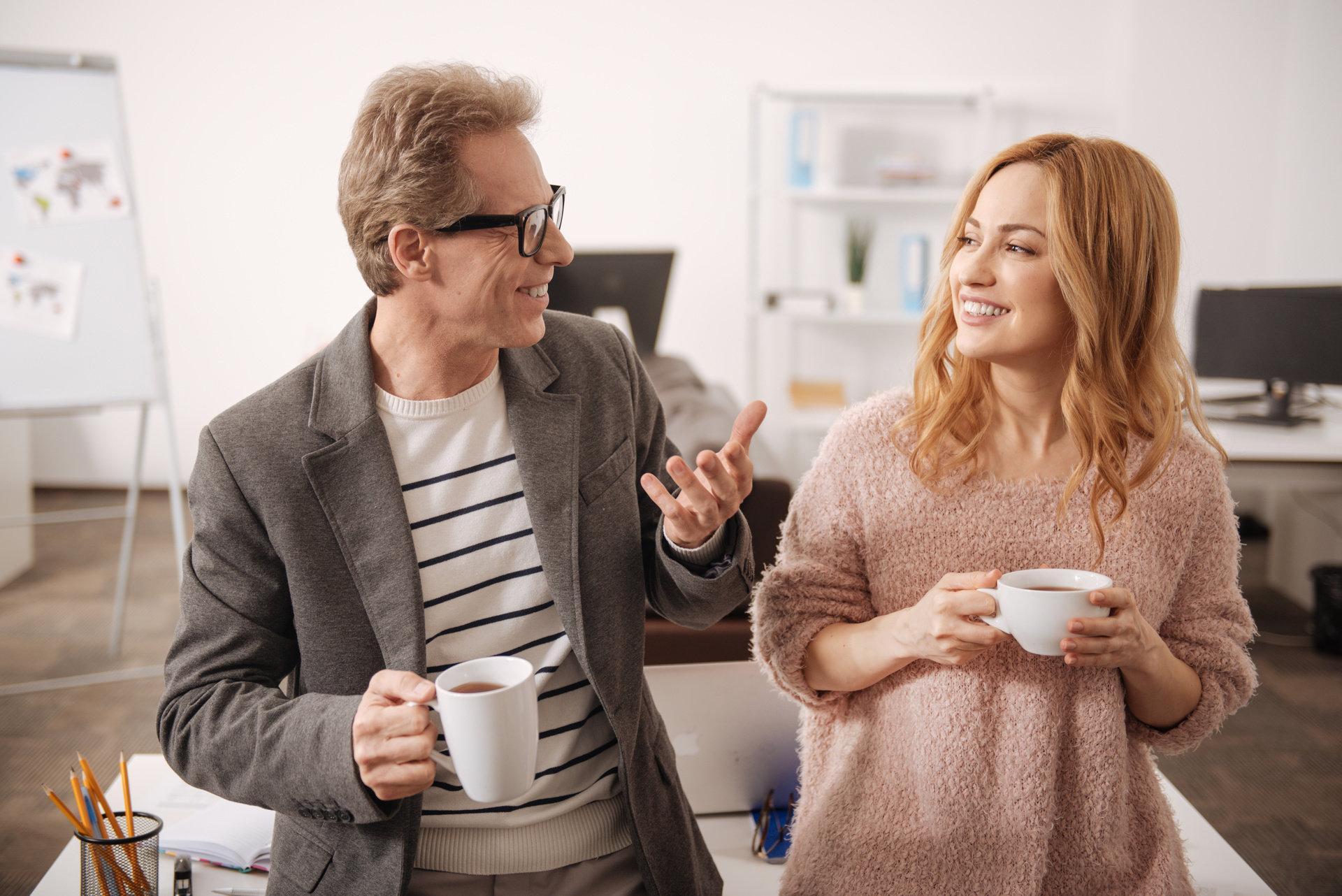 Co trzyma nas w pracy? Kobiety kontra mężczyźni, starsi kontra młodsi