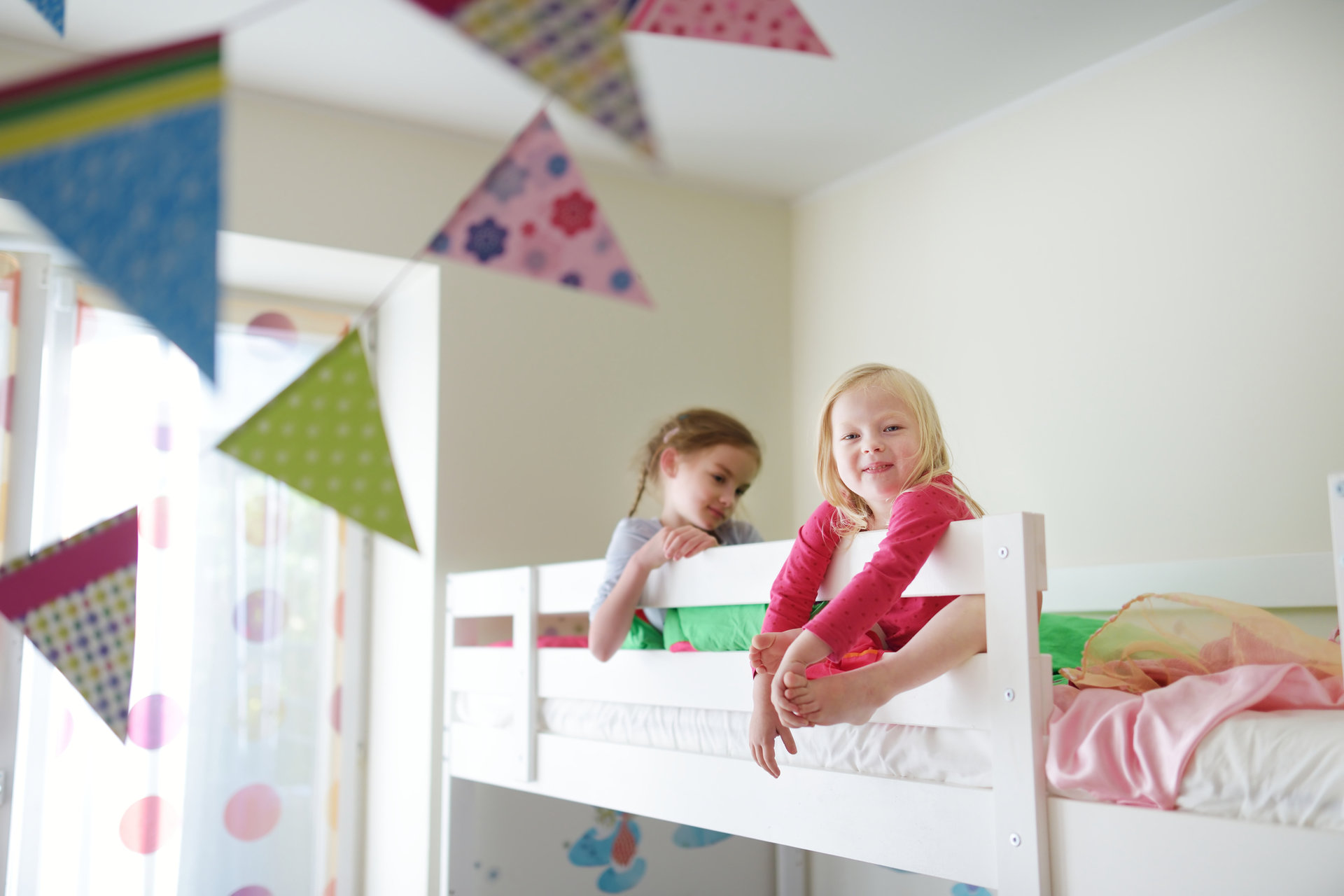 Kreatywne oświetlenie piętrowego łóżka
