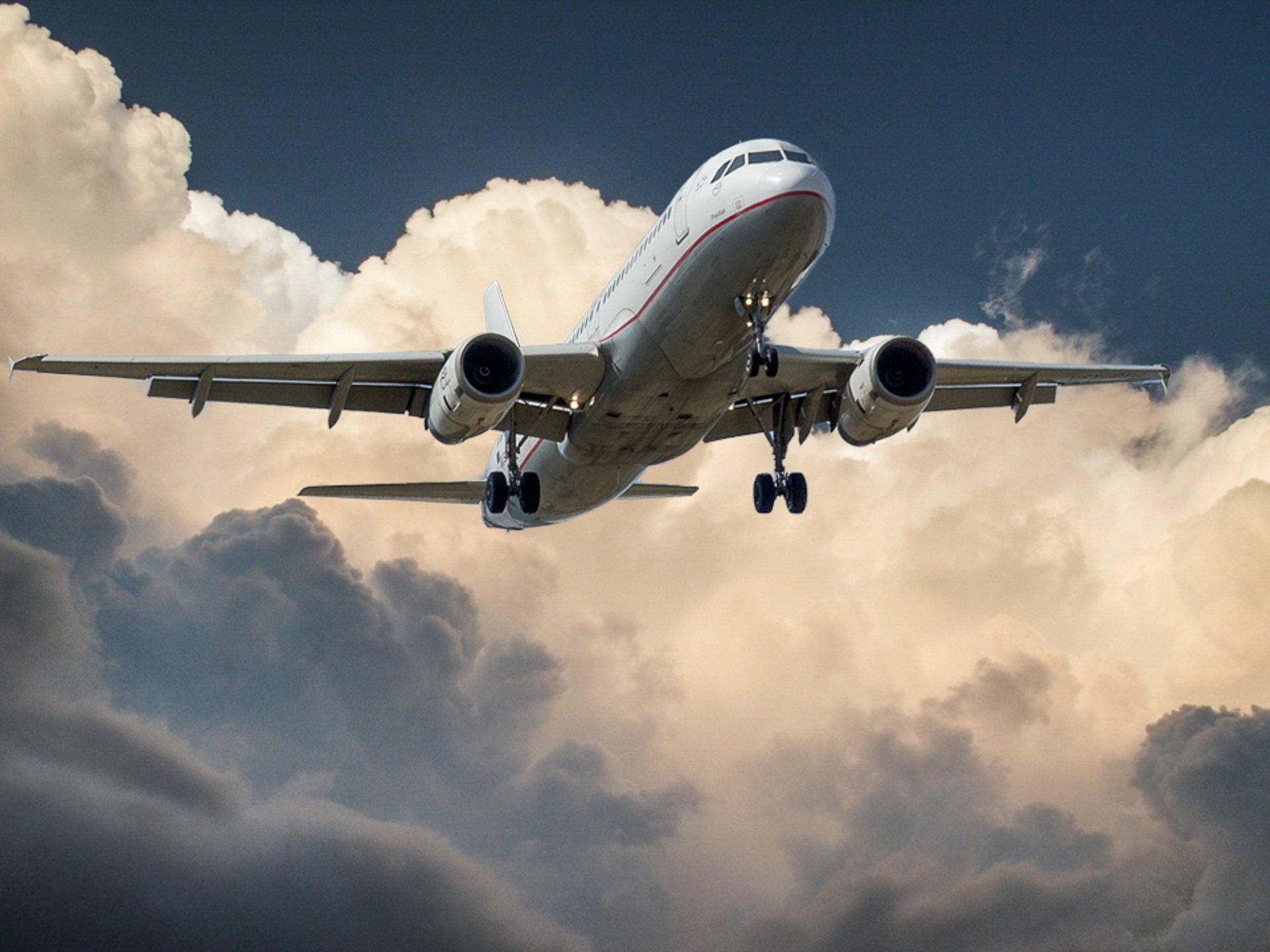 Europejczycy więcej czasu poświęcają na wyszukiwanie lotów niż na samą podróż