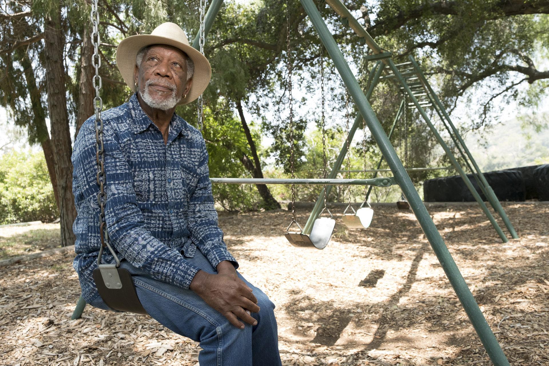 """Morgan Freeman w poszukiwaniu prawdy o człowieku. Kim jesteśmy i dokąd zmierzamy? """"Opowieść o człowieczeństwie"""" w styczniu  na kanale National Geographic"""