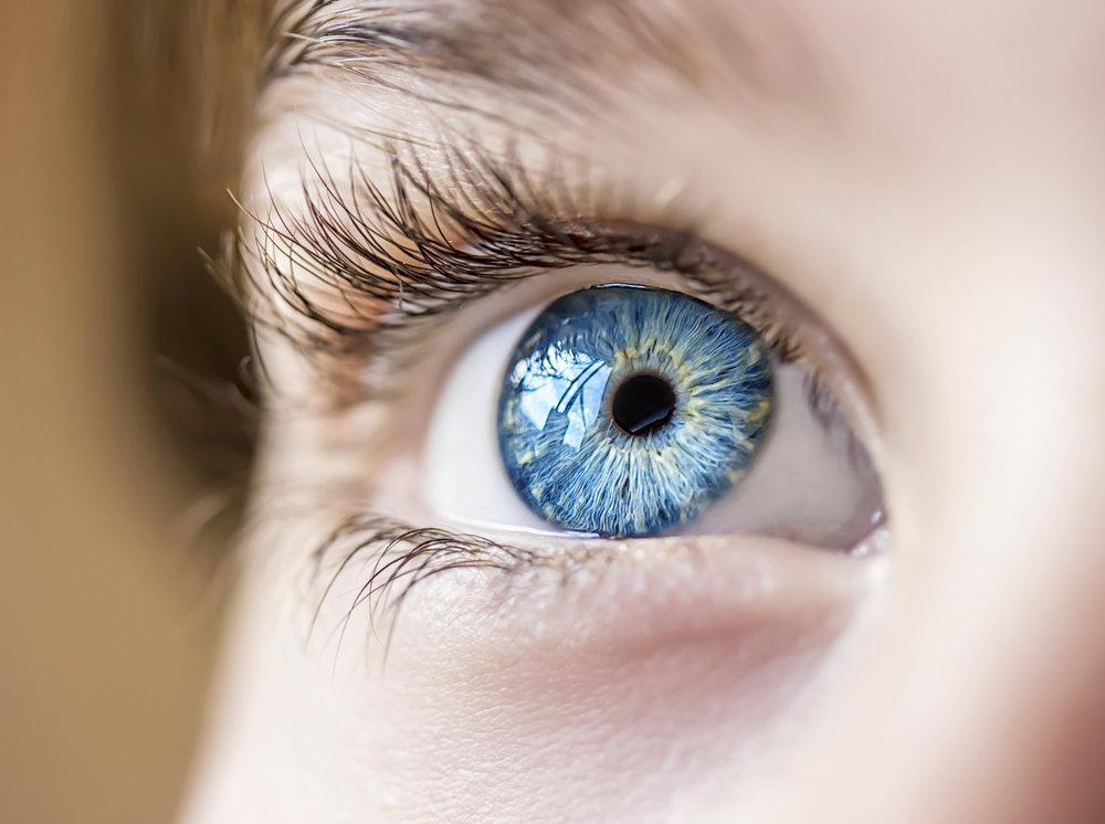 5 sposobów na zmęczone oczy – walcz z Cyfrowym Zmęczeniem Wzroku