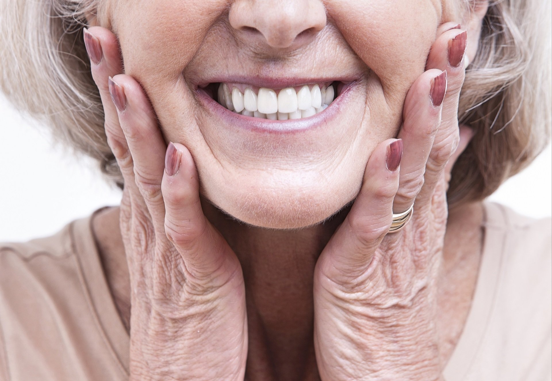 9 milionów. Tylu jest w Polsce użytkowników protez zębowych.