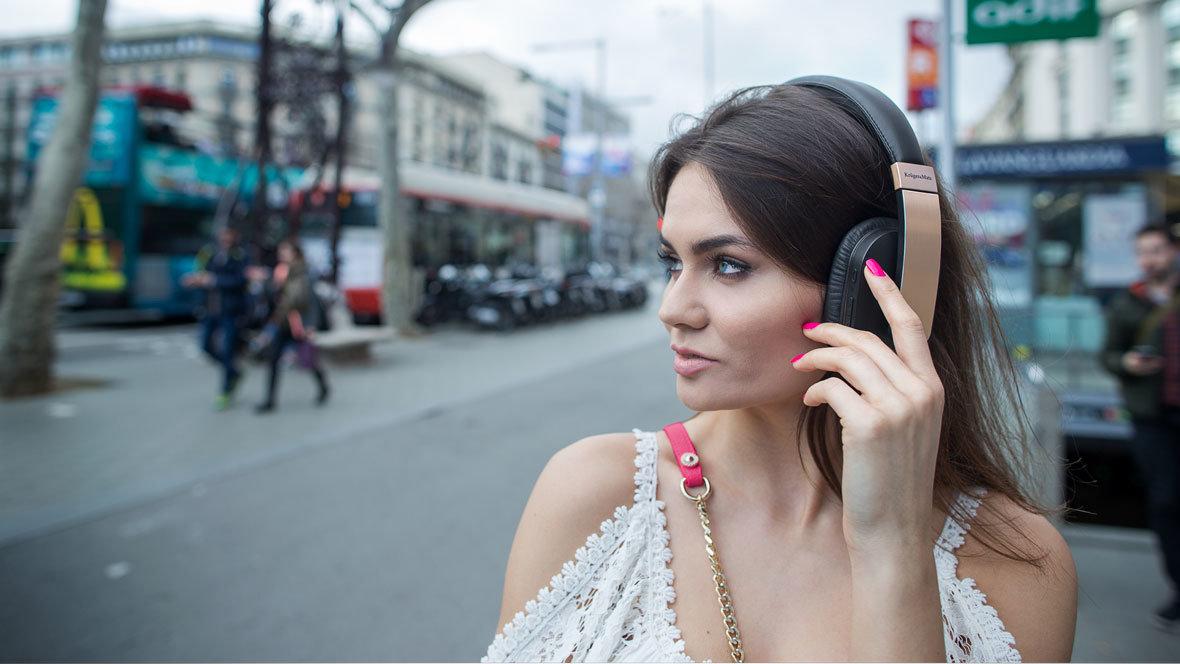 PORADNIK: Jak wybrać słuchawki idealne dla siebie?