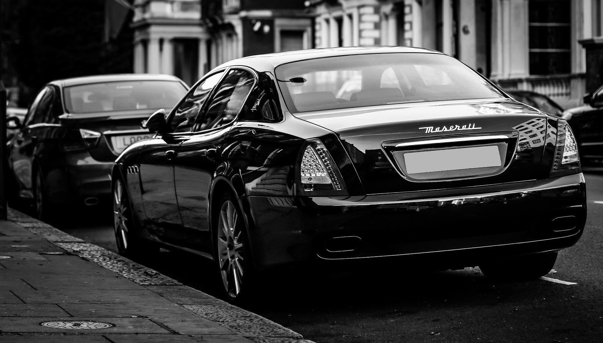 Luksusowe auto bez polskich tablic rejestracyjnych, ale z polską akcyzą